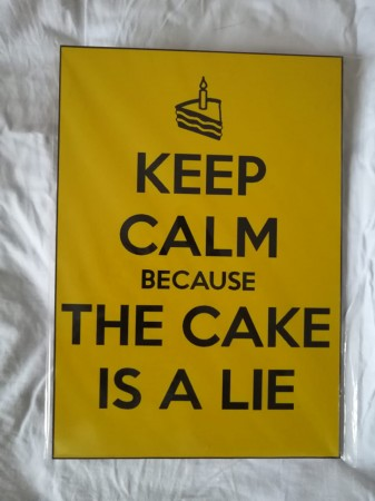 Placa Keep Calm Because The Cake Is A Lie-Diversos-